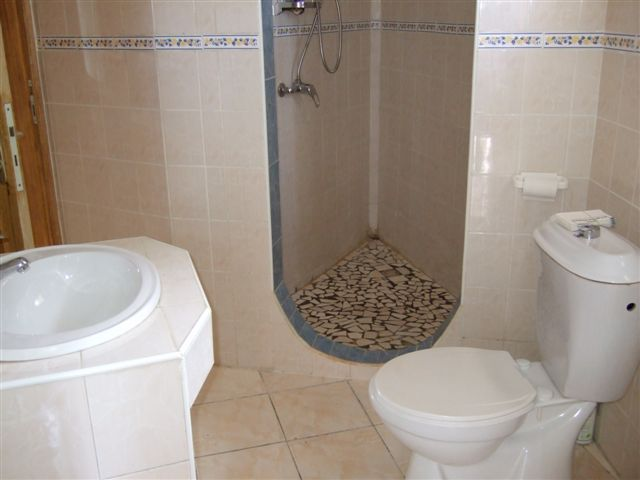 Constructeur Warang. Une salle de bain.