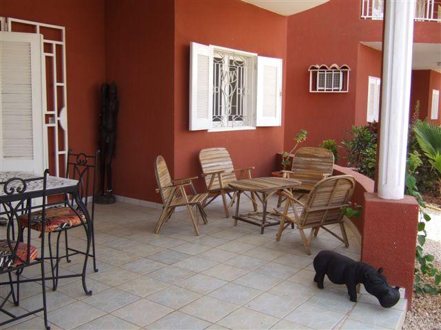 Construire au Sénégal. Salon de jardin.